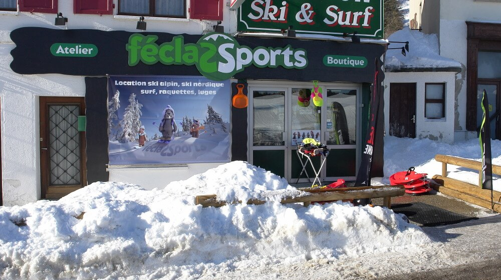La Féclaz Sport à côté de l'Hôtel Cental